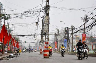 Vật cản lạ trên đường gây nguy hiểm cho người tham gia giao thông