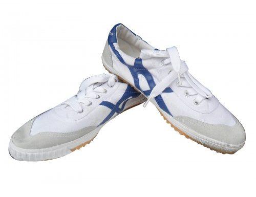 Vật dụng an toàn cho các hoạt động thể dục thể thao – giày bata