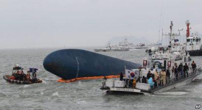 Tìm kiếm tàu của Hàn Quốc bị đắm, nhiều người chết