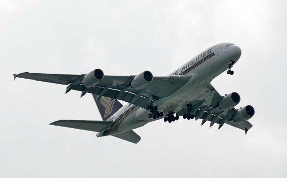 Máy bay Singapore Airlines A380 quay trở lại giữa chuyến bay