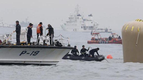 Một thợ lặn đã chết trong quá trình tìm kiếm nạn nhân ở phà Sewol
