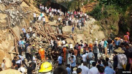 Sập cầu xây dựng trái phép giết chết 11 người