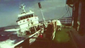 Tàu Trung Quốc tấn công Việt Nam