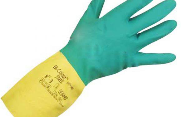 Sử dụng găng tay để tránh ngộ độc giữ an toàn vệ sinh thực phẩm