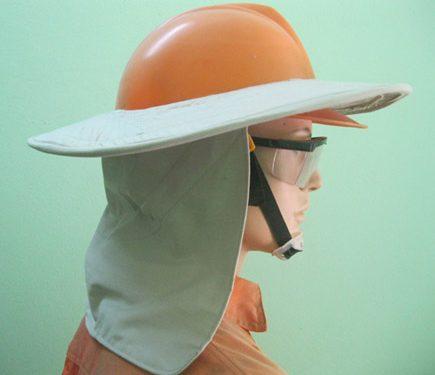 Vành mũ che nắng giảm thiểu tác hại của thiên nhiên tới người lao động